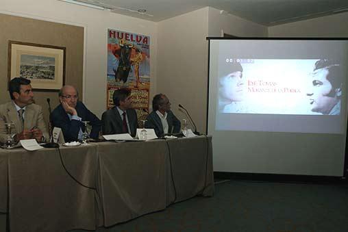 Proyección de un video de presentación del ciclo colombino 2012.