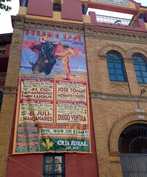 El cartel gigante que anuncia las Colombinas 2012 ya está colgado en la fachada de La Merced.