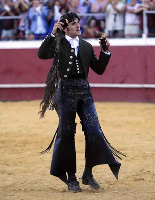 Diego Ventura, con los máximos trofeos del quinto. (FOTO: Carlos Núñez)