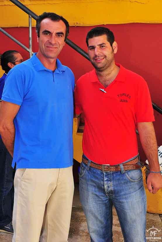 Alcalareño y nuestro compañero Juan José Benítez.