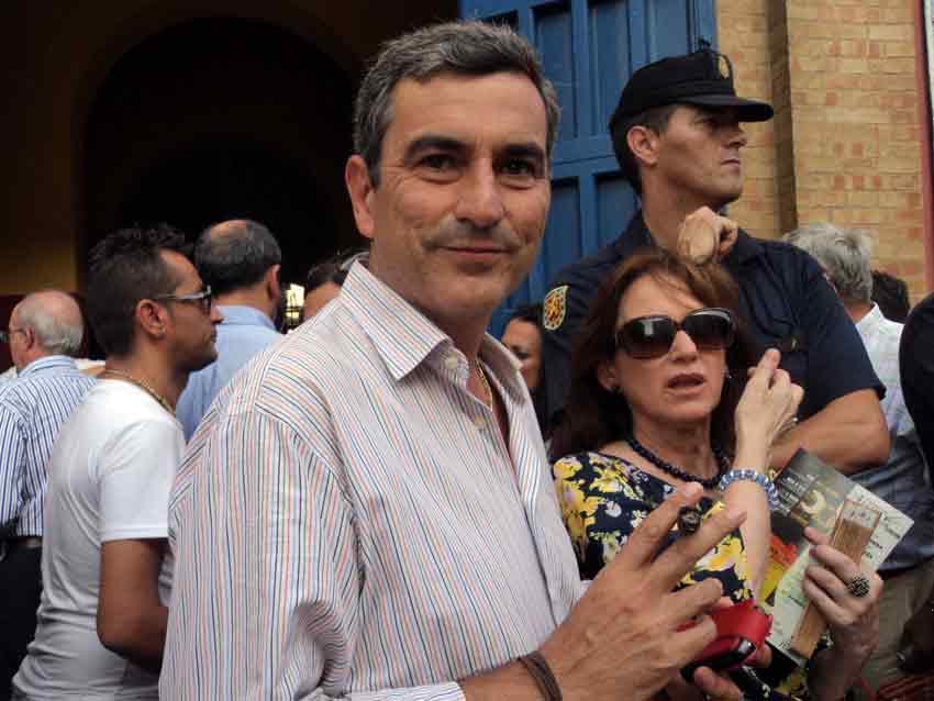 El empresario de la plaza de La Merced, Carlos Pereda, puro en mano.