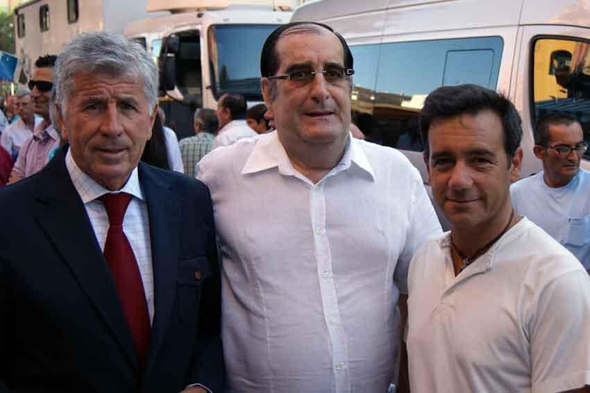 Paco Pirfo junto a los periodistas Vicente Parra y Francisco Mateos.