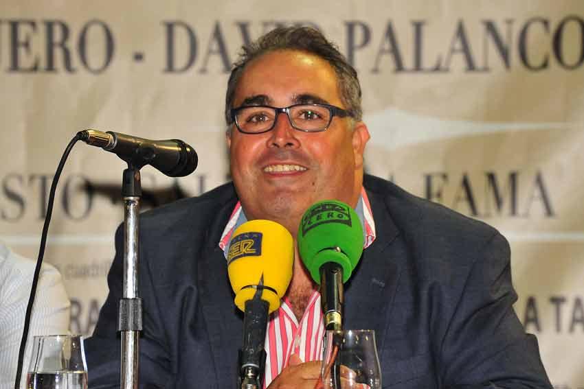 El periodista Javier García-Baquero presentó el acto.