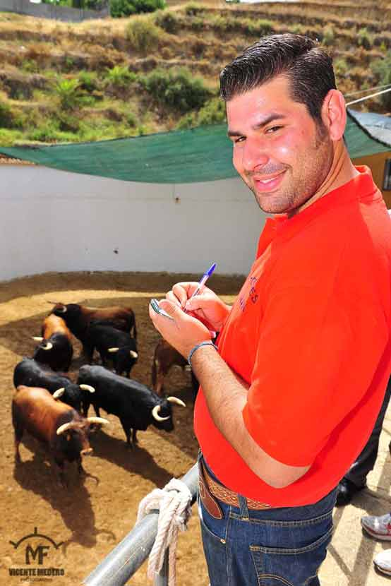 Nuestro compañero Juan José Benítez, tomando reseña.
