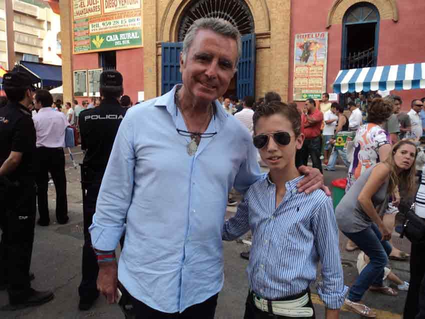 Ortega Cano y el joven aspirante sevillano 'Calerito'.