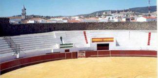 Vista de la singular y bella plaza de Santa Olalla del Cala.