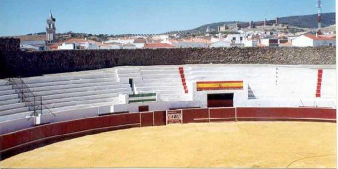 Tendidos de la plaza de Santa Olalla.