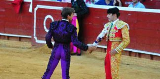 El Juli y Talavante pusieron banderillas juntos en dos toros. (FOTO: Vicente Medero)