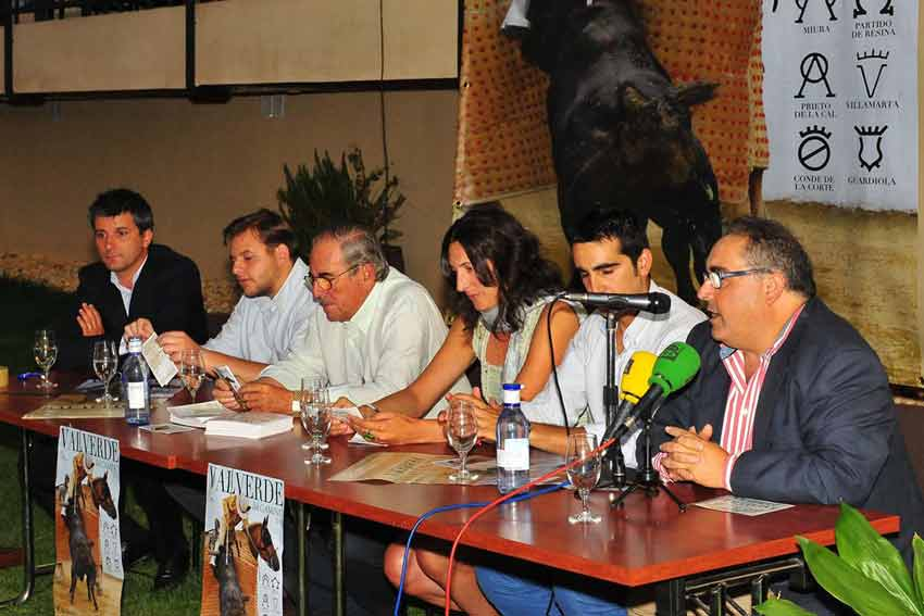 Los componentes de la mesa de presidencia en Valverde.