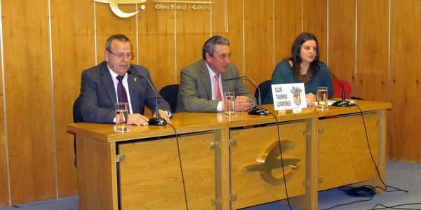 Fernando Cuadri, en el centro, durante su conferencia en Logroño.