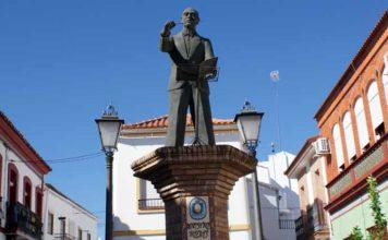 Estatua levantada en Nerva con la figura de su gran compositor musical, el maestro Rojas.