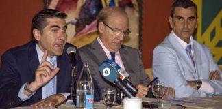 Óscar Polo, el alcalde Pedro Rodríguez y Carlos Pereda.