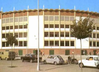 La imponente imagen exterior de la que fuera grandiosa plaza de toros Monumental de la ciudad de Huelva.