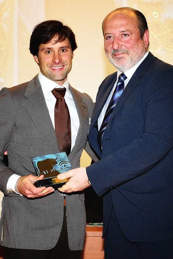 Trofeo a Andrés Romero.