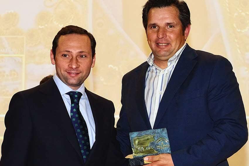 Trofeos al representante de El Juli.