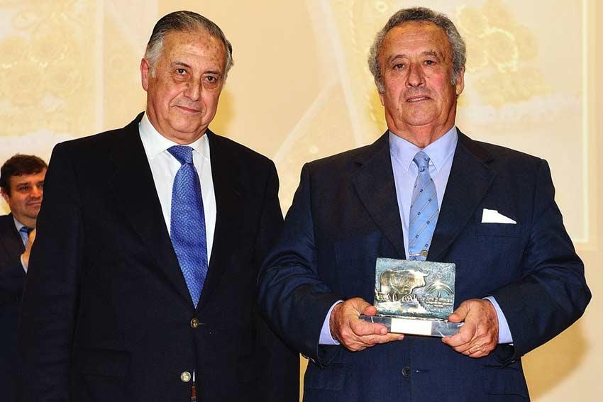 Trofeo 'Mejor toro' para Guardiola.