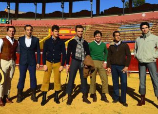 Toreros y rejoneadores junto a José Luis Pereda López. (FOTO: Vicente Medero)