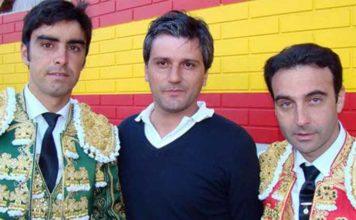 El empresario onubense Jorge Buendía, entre Perera y Ponce.