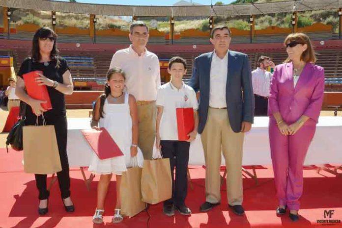 Los ganadores, con sus premios. (FOTO: Vicente Medero)