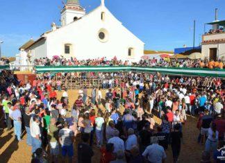 Así se presentaba cada día la improvidada placita de toros de talanqueras en San Juan del Puerto. (FOTO: Vicente Medero)