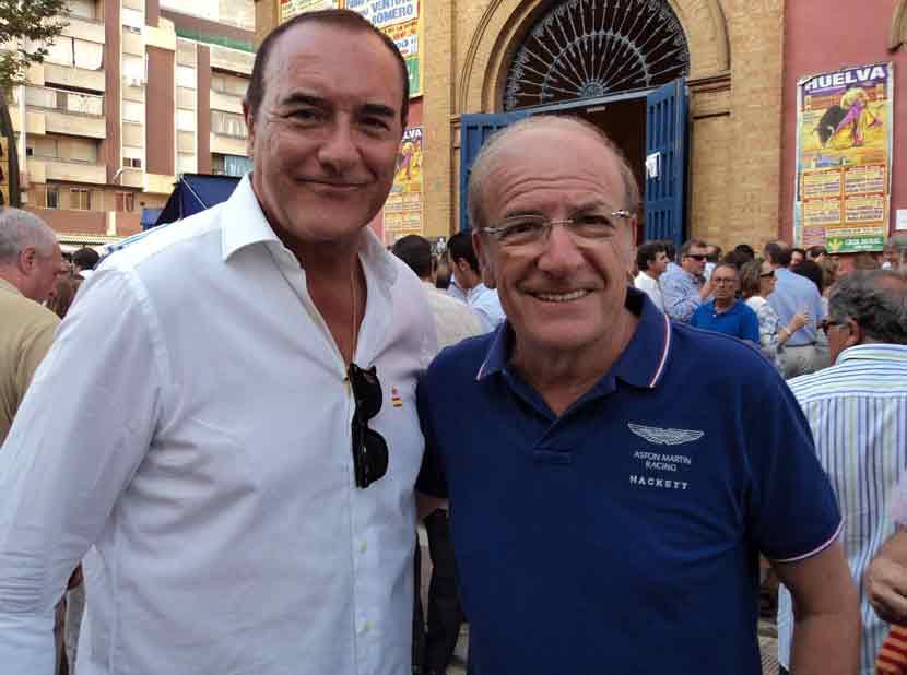 El periodista Antonio Jiménez y el alcalde de Huelva, Pedro Rodríguez.