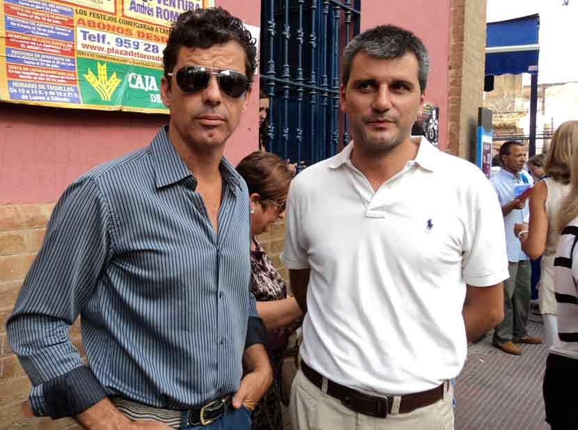 Raúl Galindo y el empresario local Jorge Buendía.