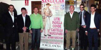 Litri, a la izquierda, en la presentación del festival de Sanlúcar en homenaje a El Mangui.