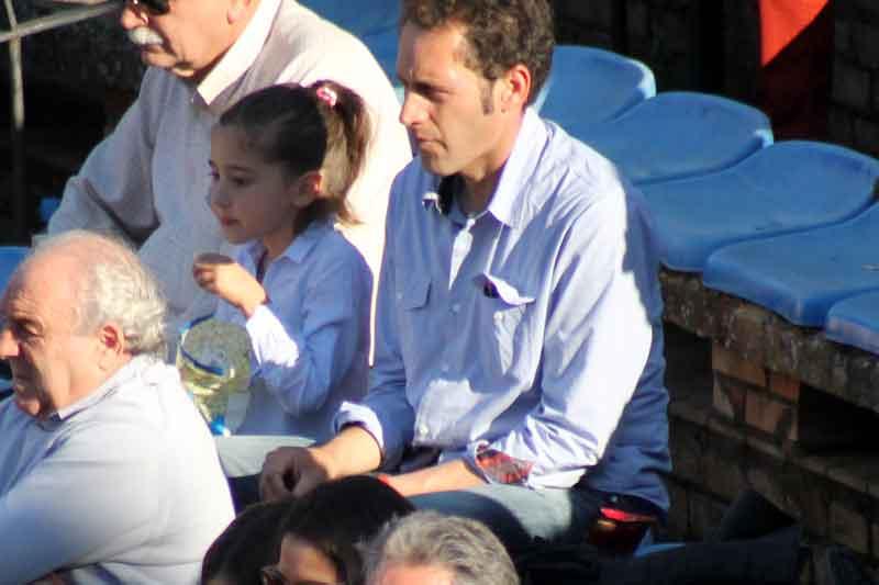 El diestro sevillano Luis Mariscal y su hija.