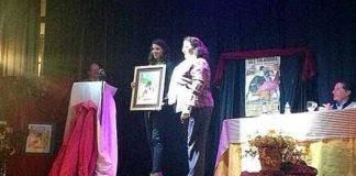 Lea Vicens recoge el premio como 'Triunfadora' en Zufre.