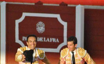 Roca Rey, Correa y Serna, a hombros esta tarde en Huelva. (FOTO: Xosé Andrés)