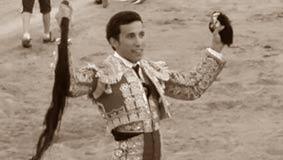 Diego Ventura, el ganadero Fernando Sampedro y Andrés Romero, a hombros.