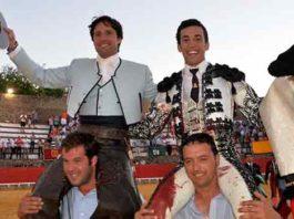 Los onubenses Andrés Romero y David de Miranda, a hombros hoy en Cortegana.