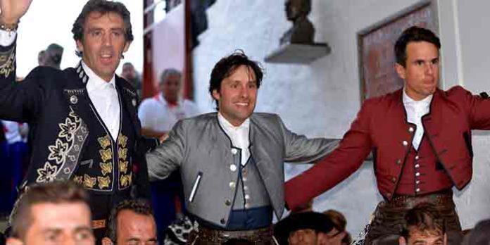 Andrés Romero, entre Hermoso de Mendoza y Manuel Manzanares, a hombros hoy en Pozoblanco.