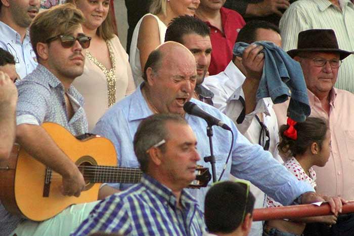 Flamenco desde el tendido para el toreo de Espartaco.
