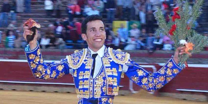 El novillero onubense David de Miranda, en tarde triunfal esta temporada en la plaza de La Merced.