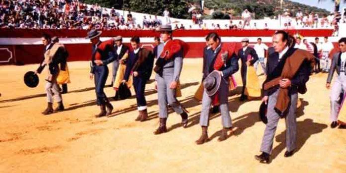 Imagen de archivo del festival de Higuera, con Litri y Curro Romero en el paseíllo.