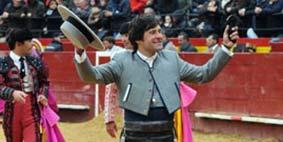 Andrés Romero, con la oreja ganada hoy en Valencia.