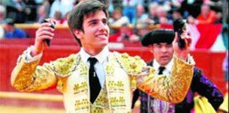 Emilio Silvera, con las dos orejas ganadas el pasado domingo en Sanlúcar de Barrameda.