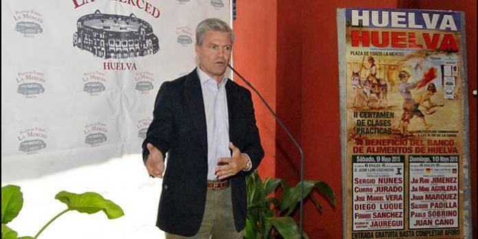El diestro sevillano Espartaco apoyó como padrino la presentación del 'II Ciclo de Clases Prácticas' de Huelva. (FOTO: Arizmendi)