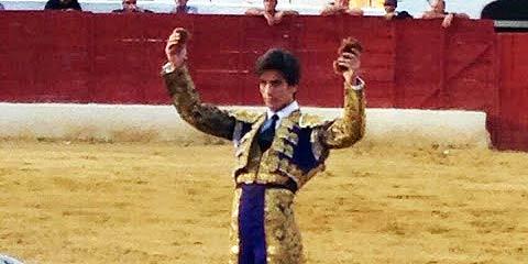 Emilio Silvera, con las dos orejas ganadas hoy en Santisteban del Puerto.