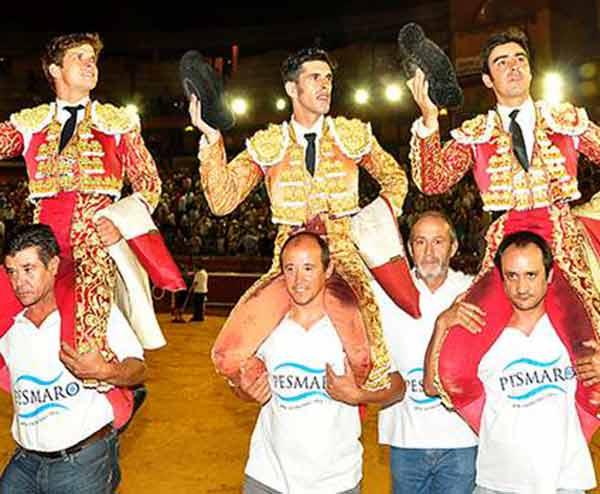 El Juli, Talavante y Perera, trío de figuras a hombros hoy en La Merced. (FOTO: Xosé Andrés)