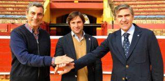 Carlos Pereda, Andrés Romero y Óscar Polo sellan el acuerdo de apoderamiento.